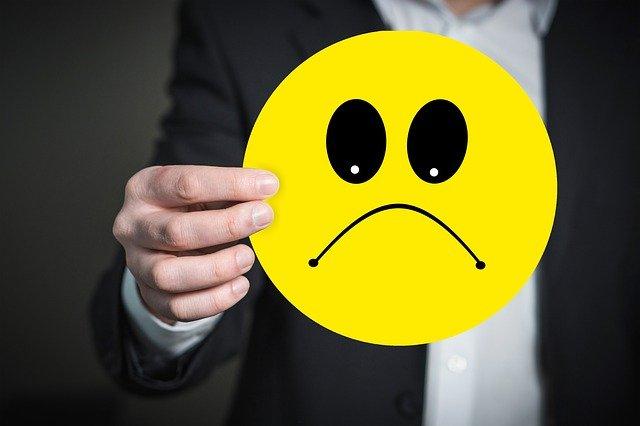 7 Cara Menghibur Cowok Yang Lagi Bad Mood Lewat Chat, Ampuh
